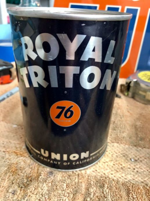 Royal Triton 76 Union Black Motor Oil Can